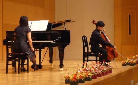 チェロの演奏
